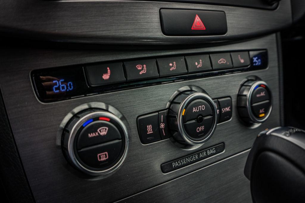 Car air conditioner refilling, maintenance and repair